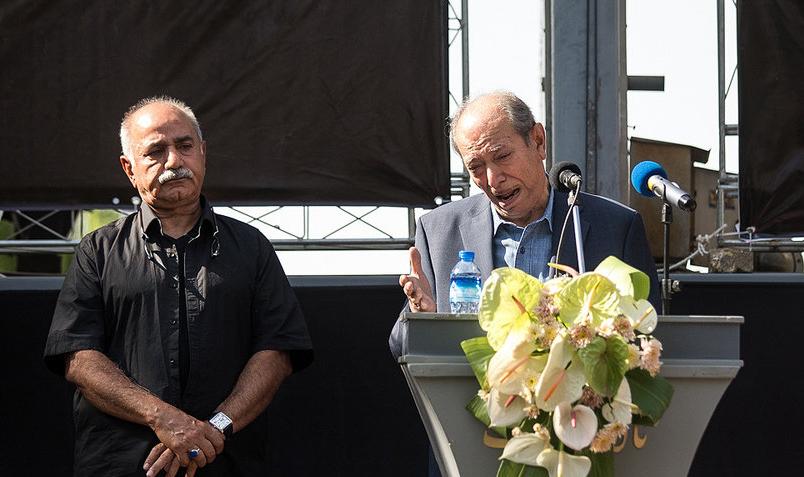 آوازخوانی علی نصیریان با بغض و اندوه برای آقای بازیگر